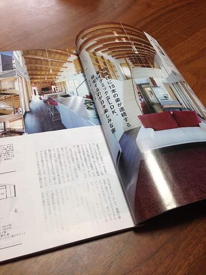 月刊HOUSING(リクルート社)2015年5月号に掲載.武蔵増戸のR屋根の家
