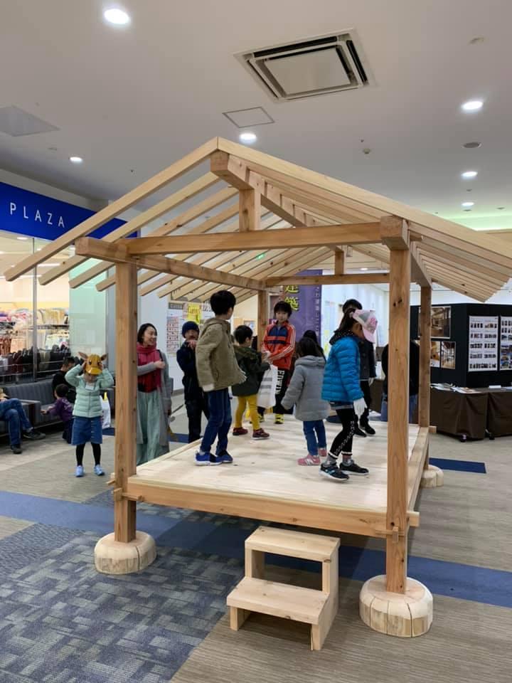 ふじさわ建築しごと展2019 子供の建物体験学習:ミニハウスの建前を体験!