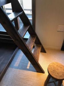 古材の梯子利用の2段ベット